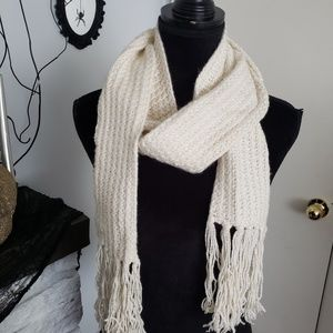 AEO light cream knit scarf. One size